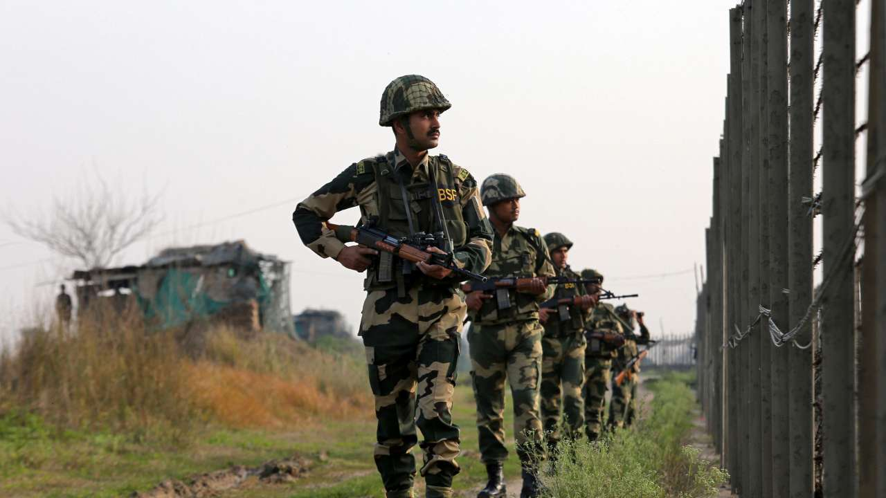 pakistan india agrees to easefire along the disputed border in kashmir