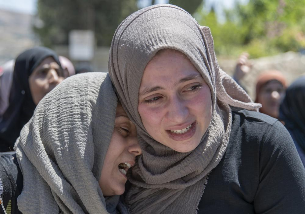 palestinian mourners cry during the funeral of husam asayra