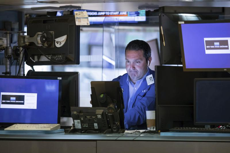 stocks end mixed on wall street after early gain evaporates