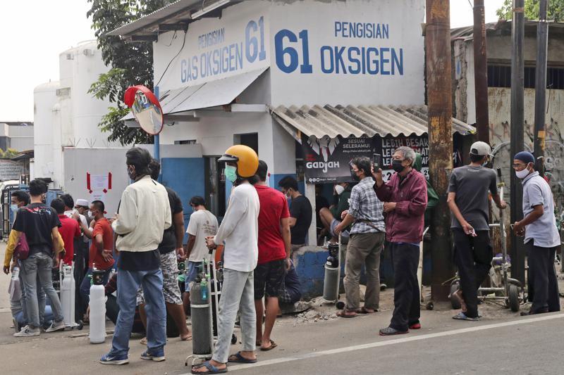 indonesia short on oxygen, seeks help as virus cases soar