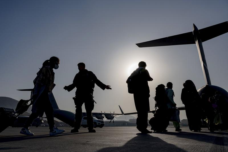 poland ends afghan evacuation as clock ticks down on airlift